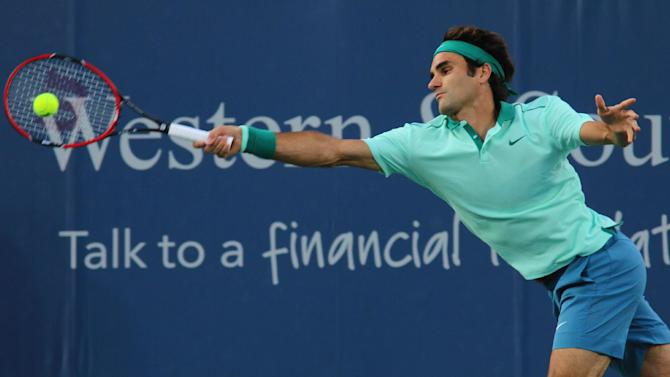 Federer, Serena Williams advance to semifinals