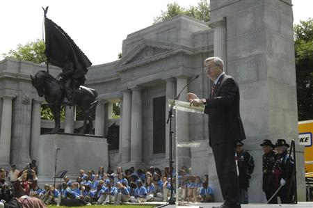 Iowa Governor Terry Branstad speaks to the crowd at the Vicksburg National Military Park in Vicksburg