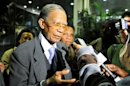 Madagascar&#039;s former President Ratsiraka addresses the media after crisis talks with President Rajoelina and ousted President Ravalomanana in Maputo