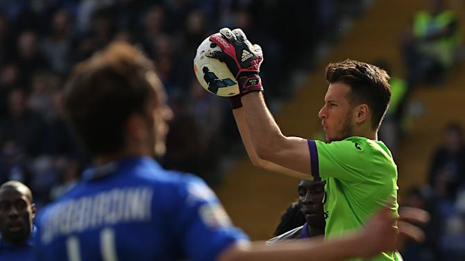 Fiorentina goalkeeper Norberto Murara Neto grabs the ball during a Serie A soccer match between Sampdoria and Fiorentina, in Genoa, Italy, Sunday, March 30, 2014