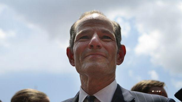 Eliot Spitzer Turns in 27,000 Signatures to Get on the Ballot in New York