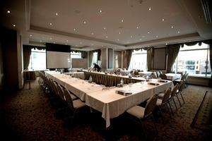 Brisbane Hotel Debuts Refurbished Meeting Space