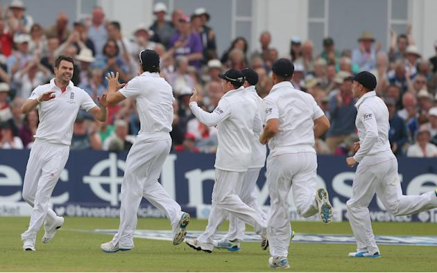 Cricket - First Investec Ashes Test - England v Australia - Day One - Trent Bridge