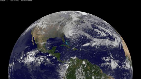 Hurricane Sandy's Menacing Size on Earth Revealed in Satellite Photos