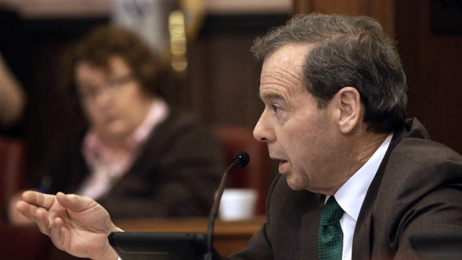 Ill. committee passes union-backed pension plan