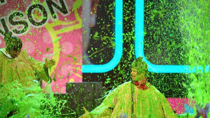 Josh Duhamel and Nick Cannon perform as they are slimed at the 26th annual Nickelodeon's Kids' Choice Awards on Saturday, March 23, 2013, in Los Angeles. (Photo by John Shearer/Invision/AP)