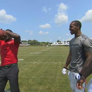 Michael Irvin and Chicago Bears show off catching skills