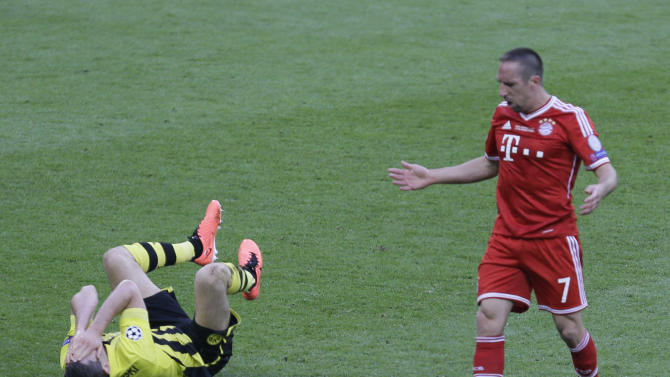 Dortmund's Robert Lewandowski of Poland, left, holds his face after being fouled by Bayern's Franck Ribery of France during the Champions League Final soccer match between  Borussia Dortmund and Bayern Munich at Wembley Stadium in London, Saturday May 25, 2013. (AP Photo/Alastair Grant)
