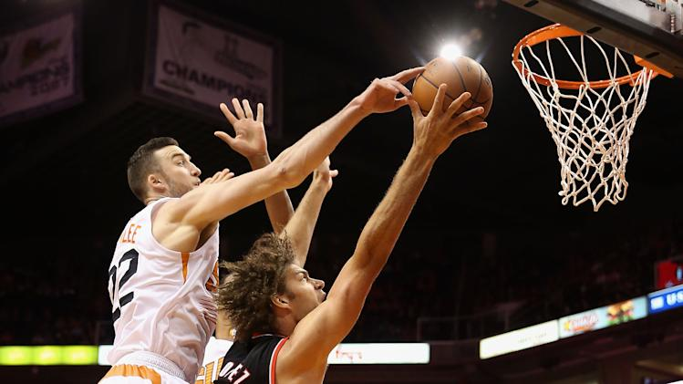 Dragic, Bledsoe help Suns give Hornacek 1st win