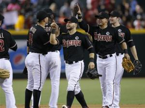 3 HRs help D-Backs top Brewers 5-4