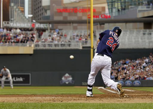 Hicks' bat and glove help Twins beat White Sox