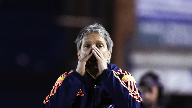 Colombia's coach Carlos Restrepo, shouts instructions to his players during the South America Under-20 soccer match against Argentina in Montevideo, Uruguay, Thursday, Jan. 29, 2015. (AP Photo/Matilde Campodonico)