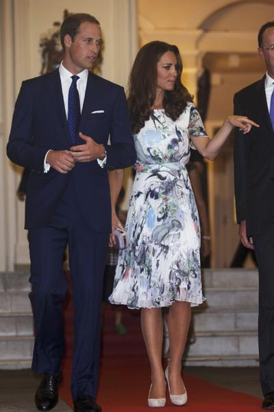 Finally, a dress with a great print! Kate wears another designer favourite, Erdem, at the British High Commissioner's residence in Singapore. The dress has a fabulous mix of colours and swirls, giving