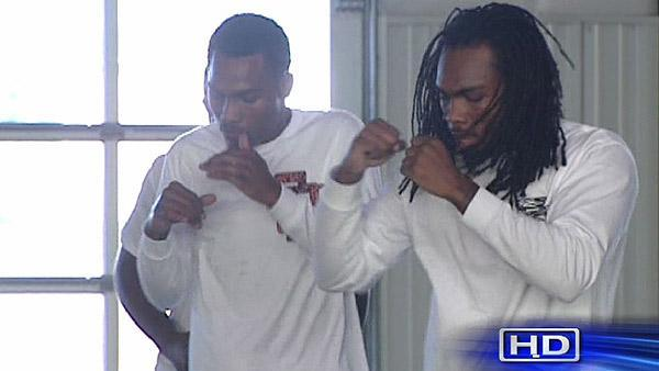 Twin brothers living up to Houston's boxing legacy