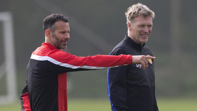 Giggs urges Man United players to entertain fans