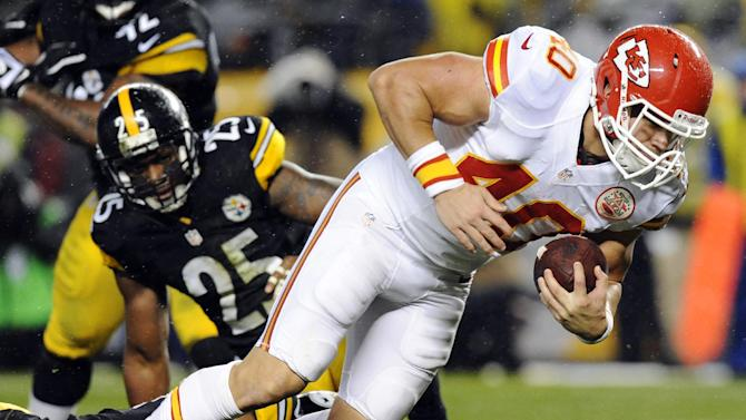 Kansas City Chiefs running back Peyton Hillis (40) rushes the ball past Pittsburgh Steelers free safety Ryan Clark (25) and cornerback Keenan Lewis, bottom, in the second quarter of an NFL football game, Monday, Nov. 12, 2012, in Pittsburgh. (AP Photo/Don Wright)