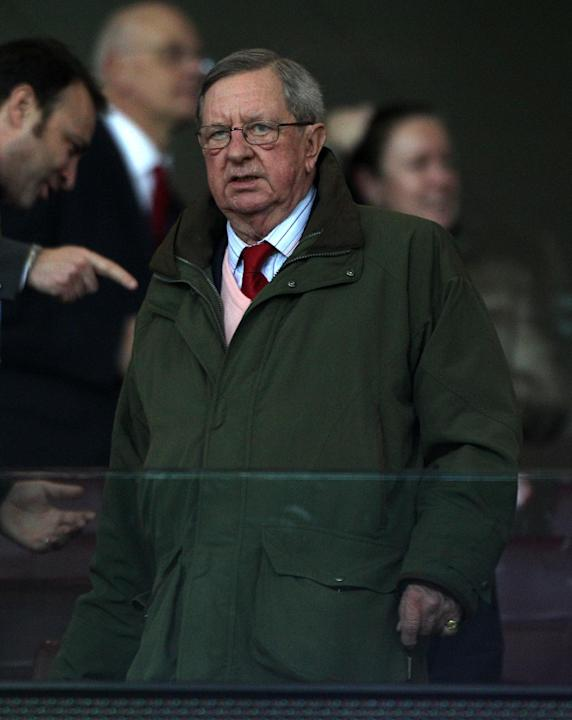 Arsenal chairman Peter Hill-Wood has suffered a heart attack and is recovering in hospital