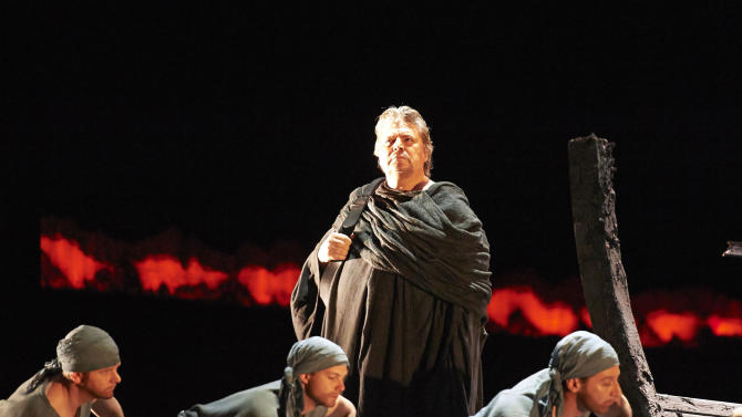 """In this picture provided by the Vienna State Opera Peter Seiffert in the role of Tristan, center, performs with extras during a dress rehearsal for Richard Wagner's opera """"Tristan and Isolde"""" at the state opera in Vienna, Austria, Monday, June 3, 2013. Premiere was on Thursday, June 13, 2013. (AP Photo/Wiener Staatsoper, Michael Poehn)"""