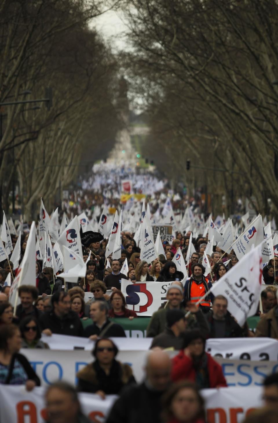 Thousands of Portuguese teachers protest big cut