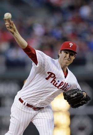 Pettibone stays unbeaten, Phils top Indians