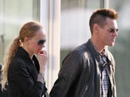 Jim Carrey s&#39;affiche avec une inconnue et une coupe Mohawk : petite crise ?