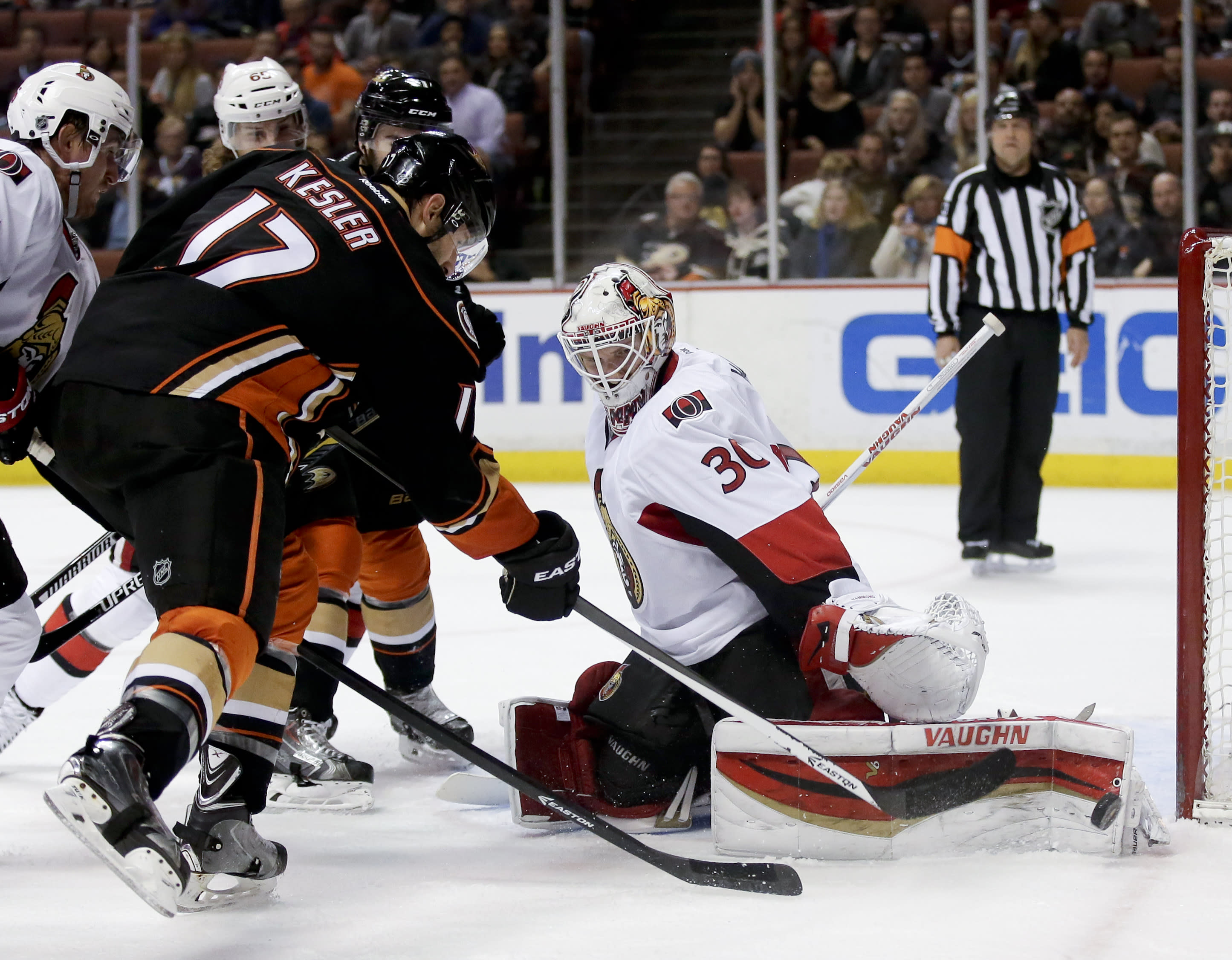 Senators' Hammond earns 1st NHL shutout in win over Ducks