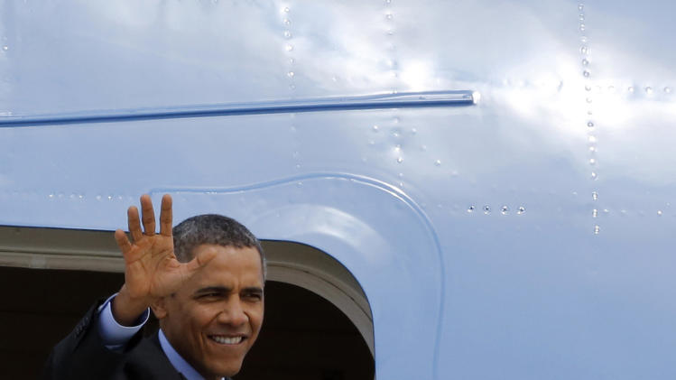 US President Barack Obama waves as he boards Air Force One at Fiumicino Airport, Friday, March 28, 2014 in Rome. Obama departs Italy for Saudi Arabia, to meet with King Abdullah, the final stop on a weeklong overseas trip. (AP Photo/Riccardo De Luca)