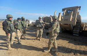 US soldiers give guidance as they train Iraq's …