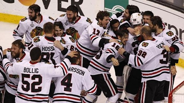 Chicago Blackhawks players swarm the ice after defeating the Boston Bruins to win Game 6 and the NHL Stanley Cup Finals (Reuters)