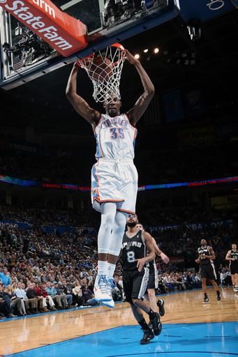 Thunder stay atop West, thump Spurs 107-93