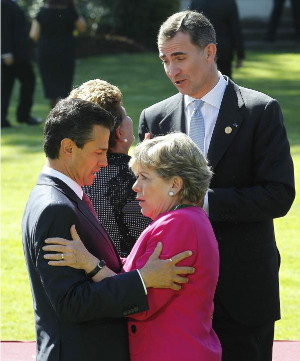 Enrique Pena Nieto, speaks with Alicia Barcena while Prince Felipe speaks with Dilma Rousseff after a meeting with Michelle Bachelet in Vina del Mar