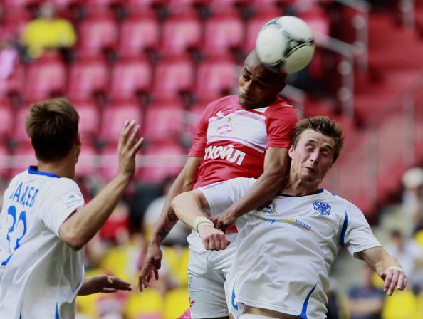 Welliton (C) of FC Spartak Moscow battles for the ball with Aleksandr Kharitonov of FC Volga Nizhny Novgorod during the Russian Premier League match between FC Spartak Moscow and FC Volga Nizhny Novgorod at the Luzhniki Stadium on July 29, 2012 in Moscow, Russia. (Photo by Dmitry Korotayev/Epsilon/Getty Images)
