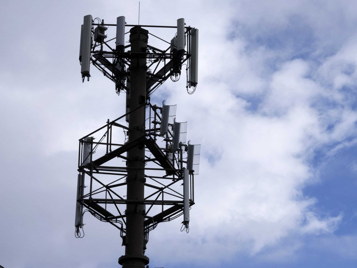 Mysterious Fake Cellphone Towers Are Intercepting Calls All Over The US