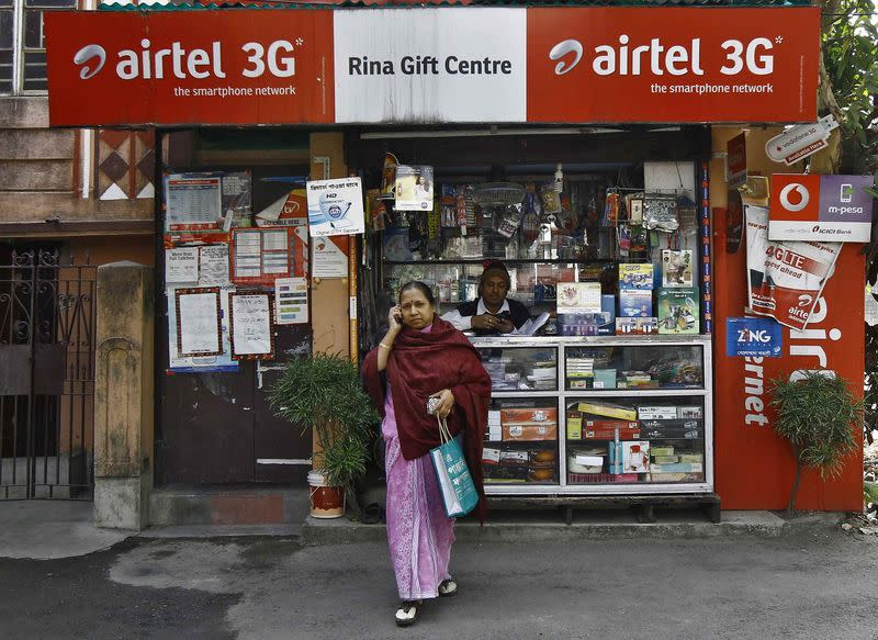 India turns to corner shops, mobile phones for banking revolution