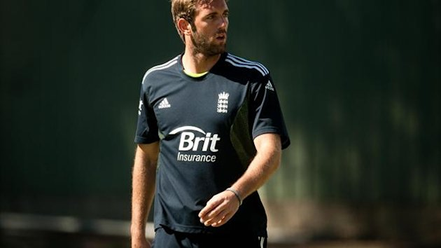 Durham's Liam Plunkett has agreed a three-year deal at Yorkshire