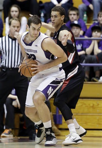 Huestis leads Stanford past Northwestern, 70-68