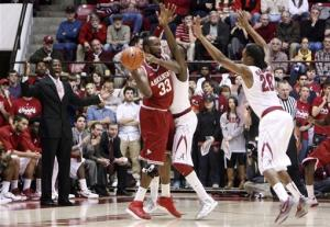 Lacey, Randolph lift Alabama over Arkansas 59-56