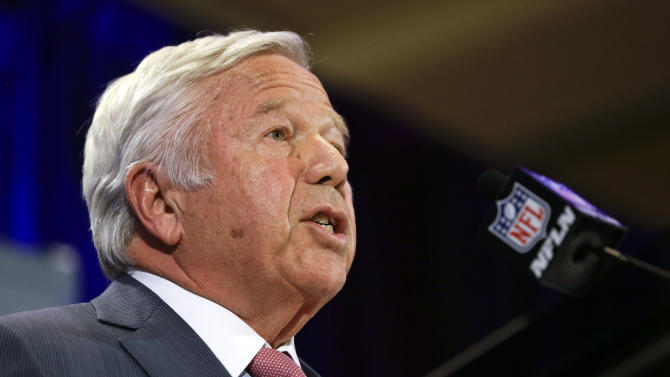 New England Patriots owner Robert Kraft makes a statement during a news conference Monday, Jan. 26, 2015, in Chandler, Ariz. The Patriots play the Seattle Seahawks in NFL football Super Bowl XLIX Sunday, Feb. 1, in Phoenix. (AP Photo/Mark Humphrey)