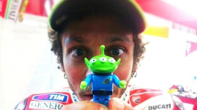 Valentino Rossi si appella all&#39;alieno, Ducati, MotoGp, Twitter