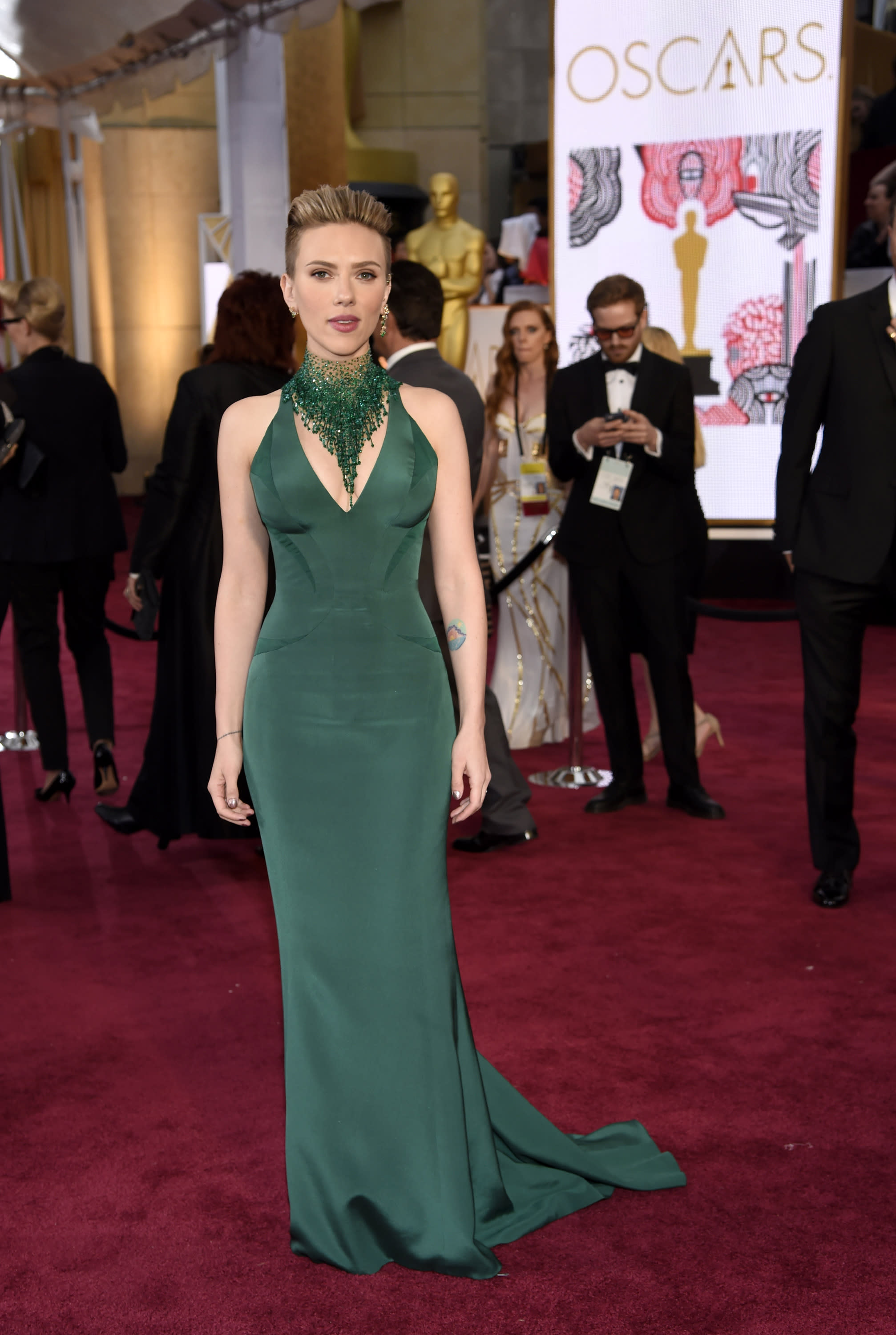Johansson: Nothing 'creepy or inappropriate' about Travolta