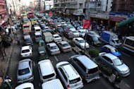 Bangladeshi commuters sit in traffic jam along a main road in Dhaka on August 14, 2012. Bangladesh on Wednesday signed a loan deal with a Japanese development agency for construction of the country&#39;s first-ever metro rail system, costing $2.8 billion and intended to ease Dhaka&#39;s traffic jams