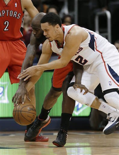 Horford's late jam helps Hawks edge Raptors, 93-92