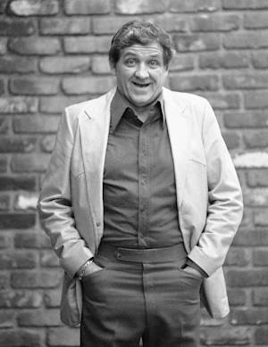 """FILE - This Dec. 28, 1984 file photo shows actor George Lindsey posing for a photo outside of a Los Angeles restaurant. Lindsey, who portrayed Goober in the television series """"The Andy Griffith Show"""", has died, Sunday, May 6, 2012. He was 83. (AP Photo/Reed Saxon, file)"""