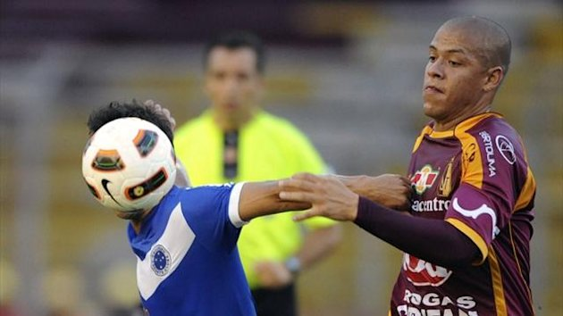Gustavo Bolivar of Colombia's Deportes Tolima (R), fights for the ball with Henrique, of Brazil's Cruzeiro, during a Copa Libertadores match (AFP)