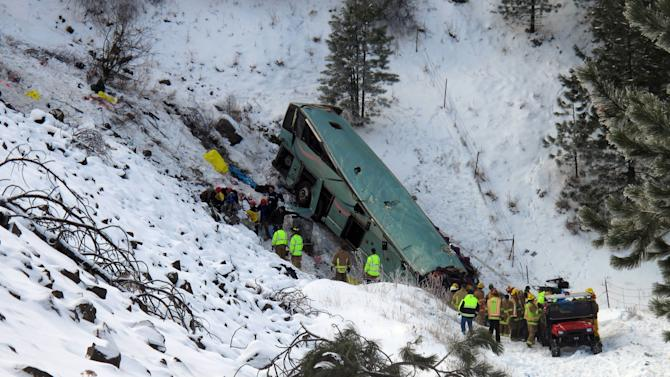 9 die as tour bus crashes on icy Oregon highway