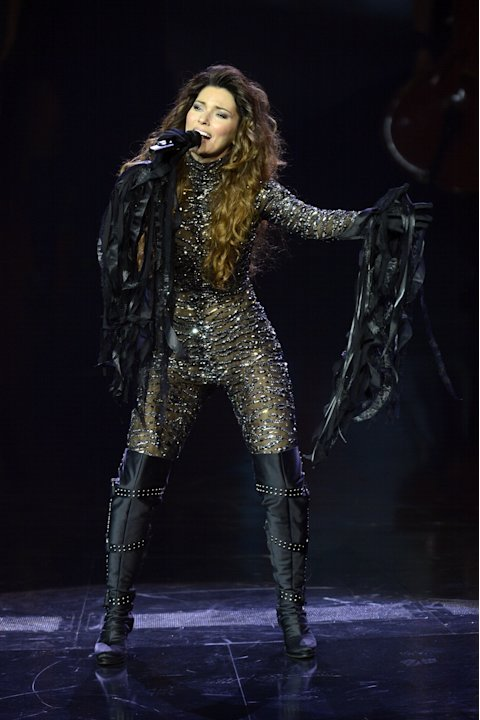 Shania Twain stuns crowd in …