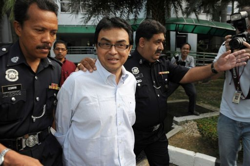 <p>Abdul Razak Baginda (C), a high-profile political analyst, walks towards the court room in police custody in Shah Alam, west of Kuala Lumpur, in 2008. A scandal linking Malaysia's leader, a young woman's murder and alleged kickbacks in a French submarine deal has resurfaced as a potential danger for the government as elections loom.</p>