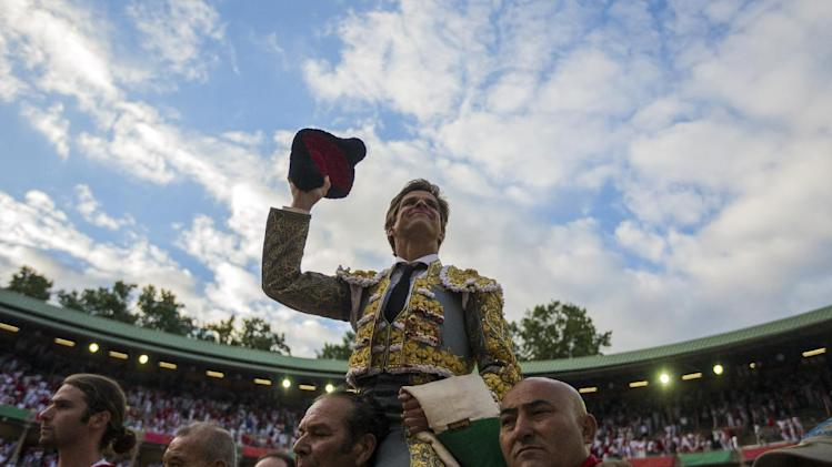 Spanish bullfighter El Juli leaves the bullring on the shoulders of assistants, an honor bestowed only for great performances during a bullfight of the San Fermin festival in Pamplona, Spain, Thursday, July 10, 2014. Revelers from around the world arrive to Pamplona every year to take part in some of the eight days of the running of the bulls. (AP Photo/Andres Kudacki)
