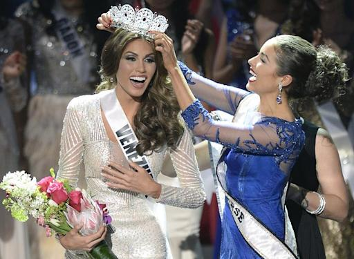 Miss Venezuela Gabriela Isler (L) reacts as she receives her crown during the 2013 Miss Universe competition in Moscow on November 9, 2013