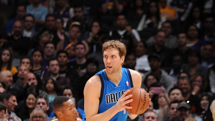 Nowitzki's 27 points lead Mavs over Lakers 107-95